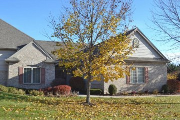 N61W5000 Highland Crossings Cir, Cedarburg, WI 53012-3507