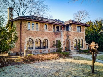 4837 N Lake Dr, Whitefish Bay, WI 53217