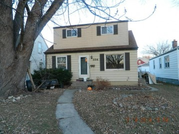 824 S 102nd St, West Allis, WI 53214-2516