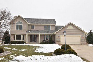 W244N5824 Dove Ct, Sussex, WI 53089-3685