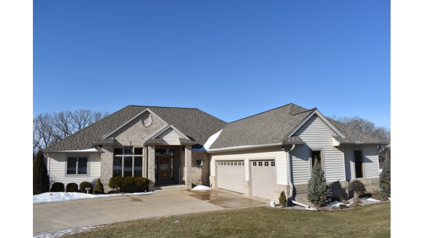 S94W23740 Kunzendorf Ct Vernon, WI 53103-9580 by Shorewest Realtors $499,900