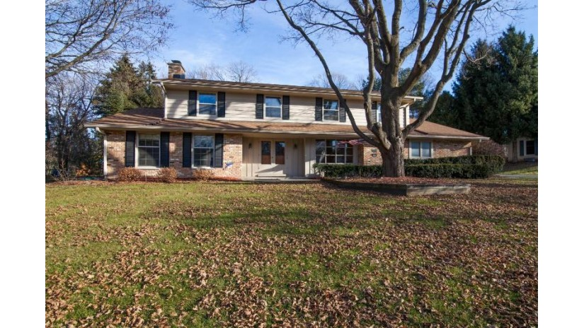 2420 Whippletree Ln Brookfield, WI 53045 by Benefit Realty $362,000