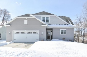 5405 S 44th Ct, Greenfield, WI 53220-5135