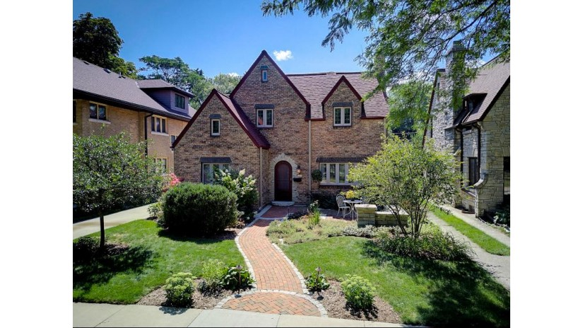 1013 E Lexington Blvd Whitefish Bay, WI 53217-5381 by Realty Executives Integrity~NorthShore $895,000