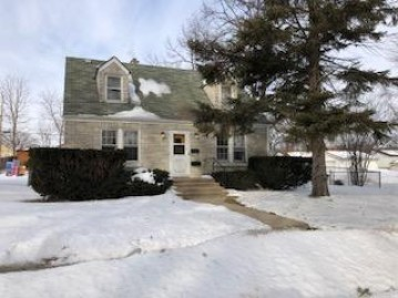 2101 S 96th St, West Allis, WI 53227-1426