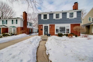 6129 N Santa Monica Blvd, Whitefish Bay, WI 53217