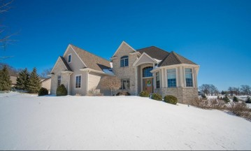 5584 Woodcrest Dr, Addison, WI 53027-9812