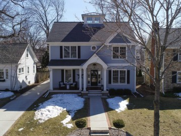 835 E Glen Ave, Whitefish Bay, WI 53217-5217