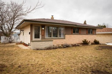 5969 S New York Ave, Cudahy, WI 53110-2829