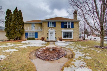 3272 S 46th St, Greenfield, WI 53219-4822