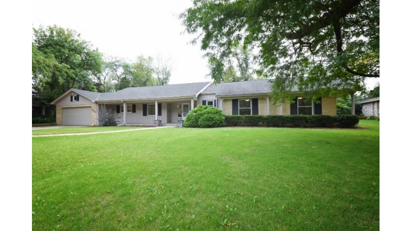 9255 N Thrush Ln Bayside, WI 53217-1374 by RE/MAX Insight $589,900