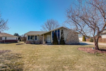 4929 S 72nd St, Greenfield, WI 53220-4409