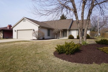 5252 W Bottsford Ave, Greenfield, WI 53220-3568