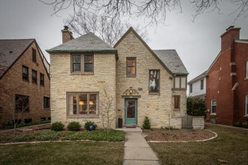 5359 N Berkeley Blvd, Whitefish Bay, WI 53217-5136