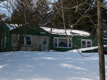 1870 Cold Springs Rd, Saukville, WI 53080-1643