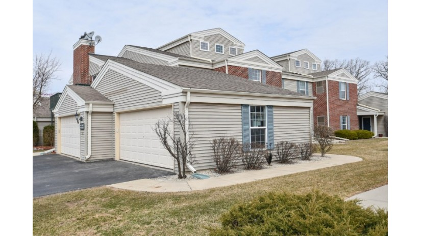 N16W26549 Tall Reeds Ln E Pewaukee, WI 53072-6647 by Shorewest Realtors $218,000