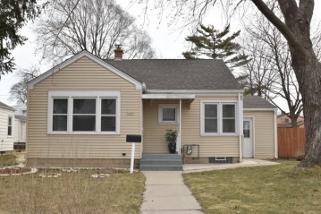 3270 S 24th St, Milwaukee, WI 53215-4415