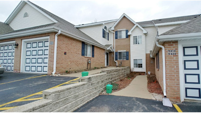 S77W19462 Lakewood Dr Muskego, WI 53150-7010 by Shorewest Realtors $160,900