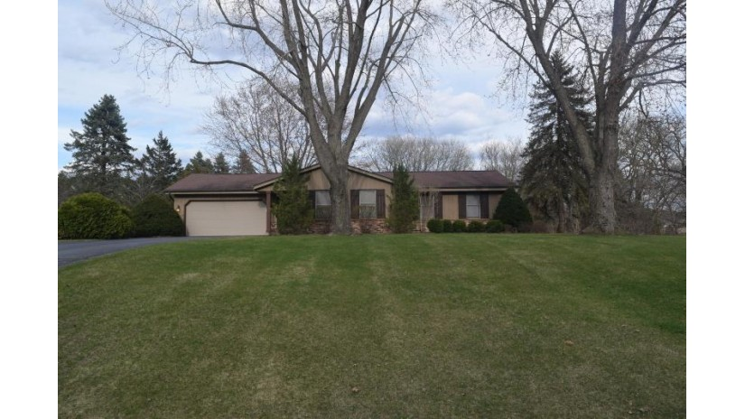 W263S7480 Mount Everest Rd Vernon, WI 53189-9573 by Realty Executives - Integrity $274,900