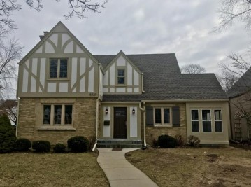 5420 N Hollywood Ave, Whitefish Bay, WI 53217