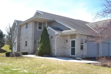18545 Emerald Cir E, Brookfield, WI 53045-0600
