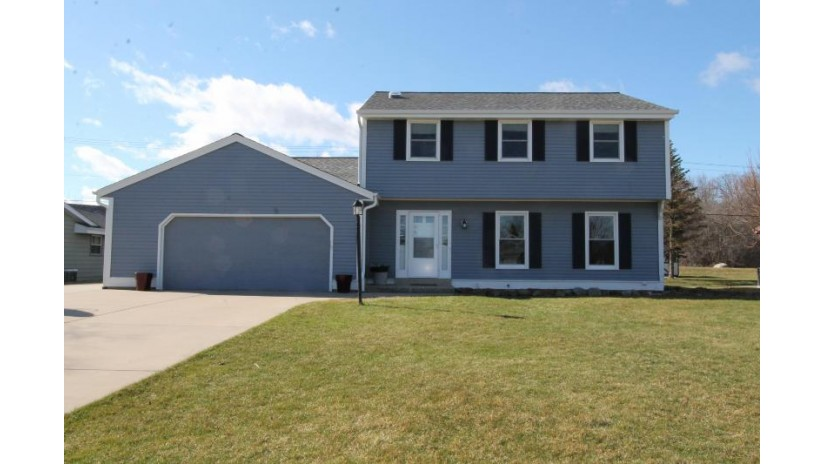 5755 W Upham Ave Greenfield, WI 53220-4917 by Bear Realty Of Burlington $264,900