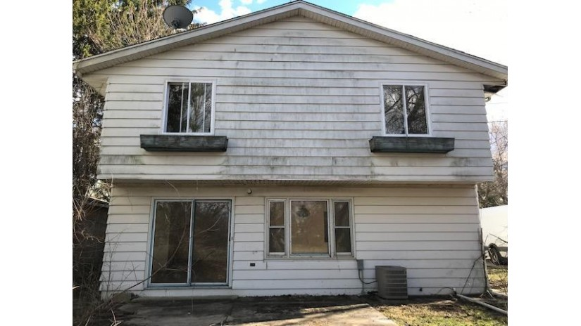 914 W Eula Ct Glendale, WI 53209-6506 by Welcome Home Real Estate Group, LLC $72,900