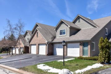 18600 Brookfield Lake Dr 53, Brookfield, WI 53045-6174