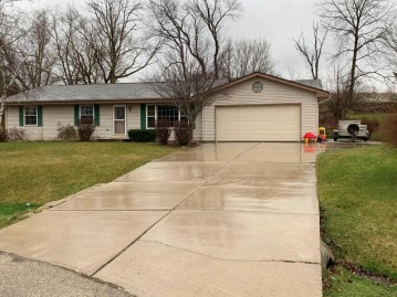 31005 Lake Pointe Ct, Waterford, WI 53185-2477