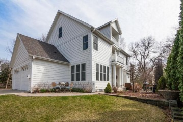 118 S Ferry Dr, Lake Mills, WI 53551