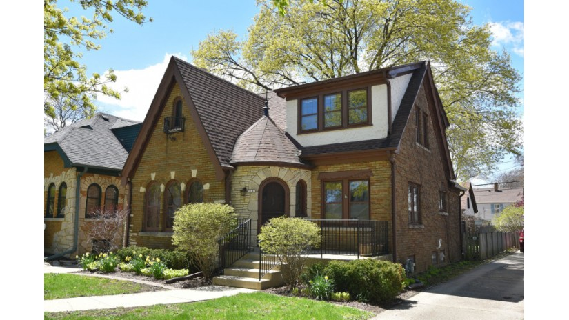 5143 N Berkeley Blvd Whitefish Bay, WI 53217-5504 by Shorewest Realtors $350,000
