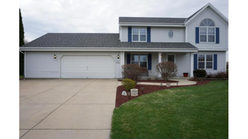 S78W15423 Foxtail Cir Muskego, WI 53150-7727 by RE/MAX Realty 100 $374,900
