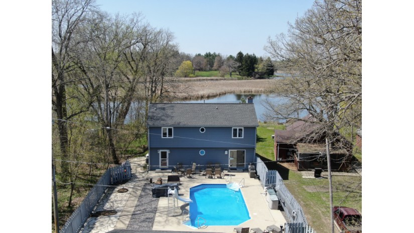 29750 Raab Rd Waterford, WI 53185-1056 by Shorewest Realtors $319,900