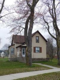 653 State St, Marinette, WI 54143