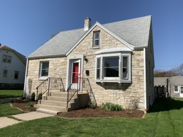 209 S 77th St, Milwaukee, WI 53214-1404