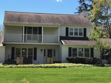 1351 E Bywater Ln, Fox Point, WI 53217-2843