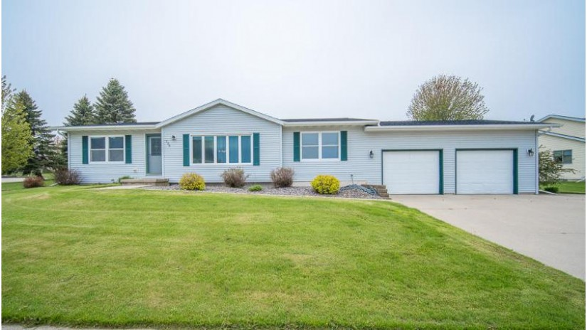 116 Southgate Dr Eden, WI 53019 by Boss Realty, LLC $179,900