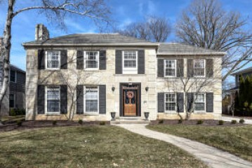 5036 N Lake Dr, Whitefish Bay, WI 53217-5748