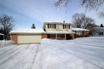 210 Roselawn Boulevard, Allouez, WI 54301-1304
