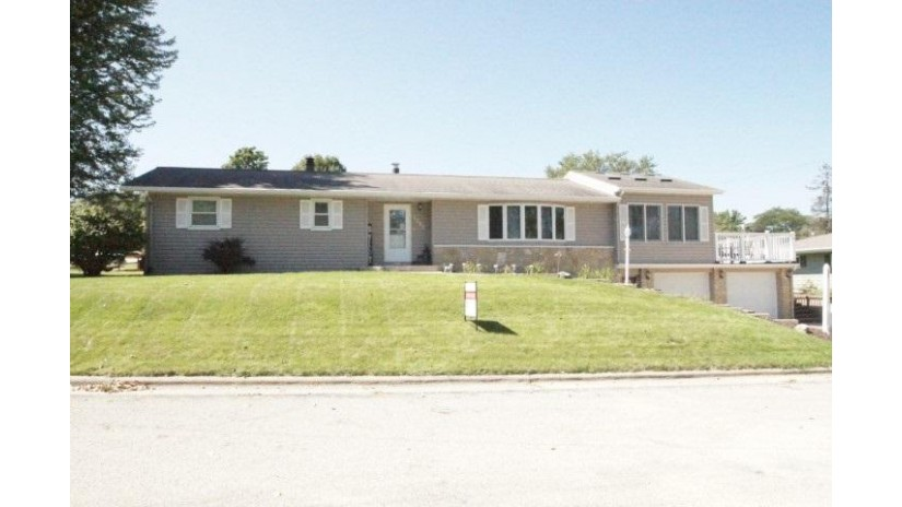 1000 N Short Ave Dodgeville, WI 53533 by Potterton-Rule Inc $219,900