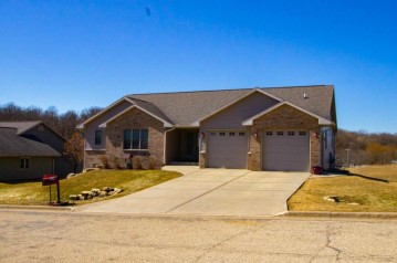 324 Diamond Oaks Dr, Dodgeville, WI 53533