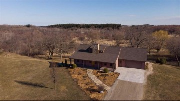 N8055 Springer Rd, Waterloo, WI 53551