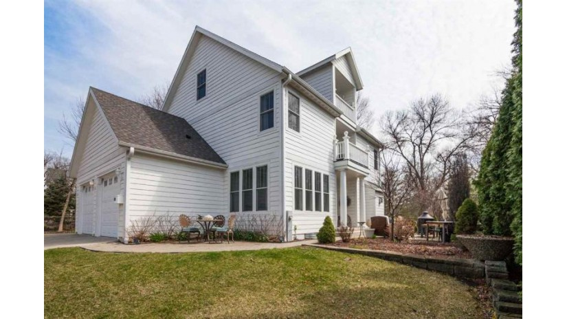 118 S Ferry Dr Lake Mills, WI 53551 by Re/Max Community Realty $429,900
