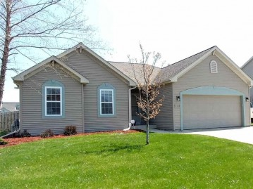 322 Stonefield Dr, Lake Mills, WI 53551
