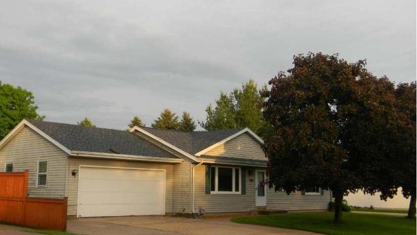 1962 Emery ST East Troy, WI 53120-1131 by Homestead Realty, Inc~Milw $229,000