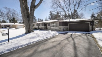 143 Tera Lee Ct, Wind Point, WI 53402-2859