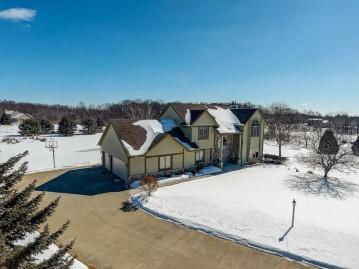 3960 Meadow View Ct, Richfield, WI 53017-9389