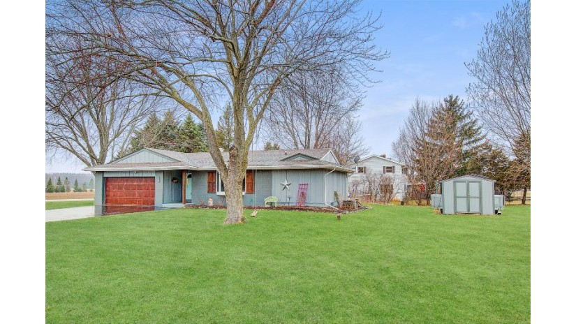 4907 Morning Glory Dr West Bend, WI 53095-8758 by Hanson & Co. Real Estate $285,000