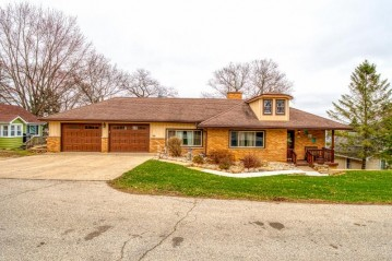 5709 E Peninsula Dr, Waterford, WI 53185-2965