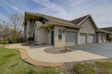 18425 Emerald Dr G, Brookfield, WI 53045-0606